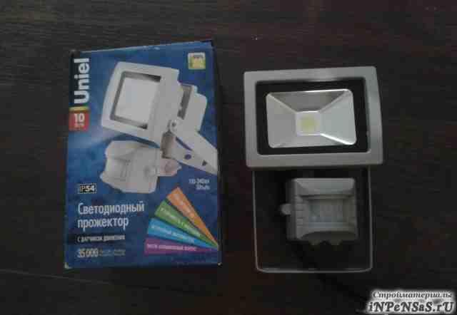 Прожектор светодиодный с датчиком движения Uniel